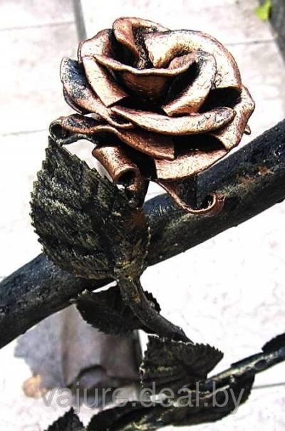 Розы кованые