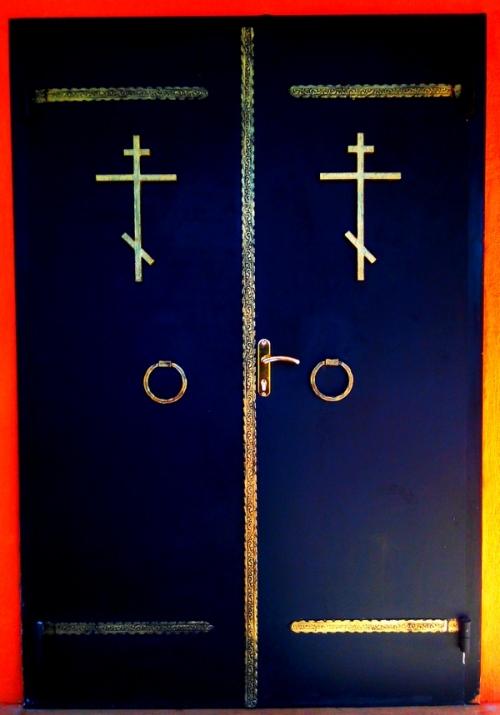 Дверь металлическая в церковь.