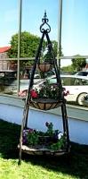 Цветочница кованая, высота 1,5м.