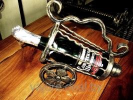 Кованая подставка для вина карета